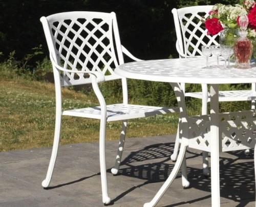 Metalowe krzesło ogrodowe na taras białe do ogrodu
