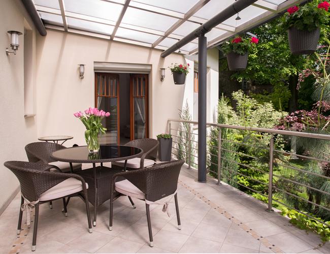 jak urz dzi ma y balkon. Black Bedroom Furniture Sets. Home Design Ideas